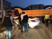 Otomobil İle Kamyon Çarpıştı Açıklaması 2 Yaralı