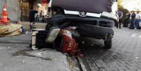 Park Halindeki Minibüsün Freni Boşaldı, Facia Kıl Payı Atlatıldı