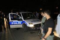 Ses Bombası Attıkları Sırada Polise Denk Gelen Şüpheliler Yakayı Ele Verdi