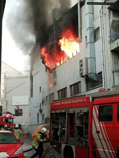 İstanbul'da yangın paniği! Ekipler bölgeye sevk edildi.