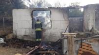 Yangında Tek Katlı Ev Küle Döndü