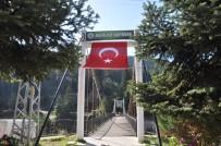 Aşk Ve Sevginin Sembolü Aşıklar Köprüsüne Azerbaycan Bayrağı Asıldı
