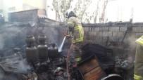 Burhaniye'de Depo Yangını Korkuttu