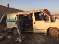 Tarım İşçilerini Taşıyan Minibüs Devrildi Açıklaması 1 Ölü, 11 Yaralı