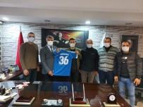 Kağızman Gençler Birliği Spor Yönetimden Kaymakam Ve Belediye Başkanına 36 Numaralı Forma