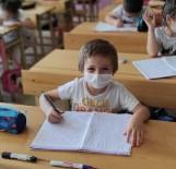 Öğrencilere Ücretsiz Maske Ve Dezenfektan Desteği