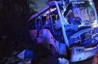 Tarım İşçilerini Taşıyan Midibüs İle Ticari Araç Çarpıştı Açıklaması 1 Ölü, 24 Yaralı