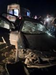 Tır İle Otomobil Kafa Kafaya Çarpıştı Açıklaması 1 Ölü, 1 Yaralı