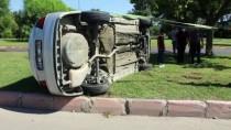 Adana'da Devrilen Otomobilin Sürücüsü Yaralandı
