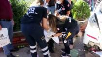 Parkın Duvarına Çarpan Otomobildeki Anne İle Bebeği Yaralandı