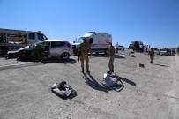 Tunceli'de İki Araç Kafa Kafaya Çarpıştı, Sıkışan Sürücüleri Ekipler Kurtardı