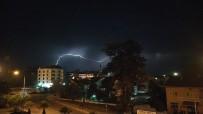 Karadeniz'de Geceyi Yıldırımlar Aydınlattı