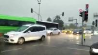 Sağanak Yağmur Trafiği Olumsuz Etkiledi