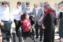 Akülü Tekerlekli Sandalyesi Çalınan Engelli Kız Yeni Aracına Kavuştu
