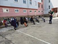 Veli Toplantısı Okul Bahçesinde Yapıldı