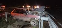Otomobil Önce Hayvana Çarptı Ardından Bariyere Saplandı
