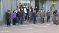 İsmet Paşa Caddesinde Ata'ya Saygı Duruşu