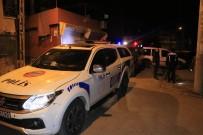 Motosikletli Kişilerin Silahlı Saldırısına Uğrayan 2 Kişi Yaralandı