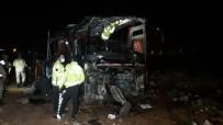Turistleri Taşıyan Otobüs Devrildi Açıklaması 32 Yaralı