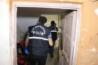 Göğsünden Bıçaklanan Kadın Kocası Tarafından Hastaneye Kaldırıldı