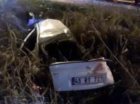 Manisa'da Otomobil Karşı Şeride Geçip Tıra Çarptı Açıklaması 1 Ölü