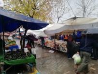 Manyas'ta Pazara Çıkan Vatandaşlara Yağmur Engeli