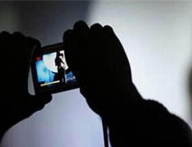 Eşinden boşanmak isteyen kadın müstehcen fotoğraflarla şantaja maruz kaldı