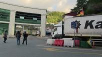 Tır Sürücüleri Sarp Sınır Kapısı'ndaki Yığılmalara Kalıcı Çözüm İstiyor