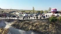 Kapadokya'nın Simgelerinden 'Üç Güzeller' Turist Akınına Uğruyor