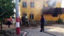 Manisa'da Çıkan Yangında 2 Katlı Ev Kullanılamaz Hale Geldi