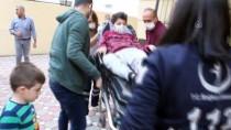 Adana'da Üzerine Demir Korkuluk Düşen Çocuk Yaralandı