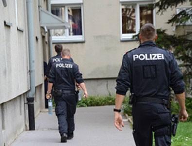 Avusturya polisinden ırkçı sorular!