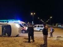 Direksiyon Hakimiyeti Kaybolan Araç Yan Yattı Açıklaması 4 Yaralı