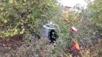 Hafif Ticari Araç Şarampole Devrildi Açıklaması 4 Yaralı