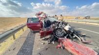 Lüks Araç Tıra Arkadan Çarptı Açıklaması 4 Yaralı