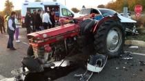 Uşak'ta Otomobille Traktörün Çarpışması Sonucu 4 Kişi Yaralandı