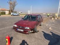 Yeşilhisar'daki 4 Kişinin Hafif Yaralandığı Kaza Anı Güvenlik Kamerasına Yansıdı