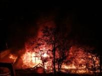 Tunceli'de Alevlere Teslim Olan 2 Katlı Kafe Küle Döndü