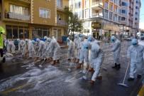 Dursunbey'de Cadde Ve Sokaklar Koronavirüse Karşı Köpükle Yıkandı