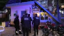 Adana'da Parkta Darbettikleri Birinin Parasını Gasbetmeye Çalışan İki Saldırgan Yakalandı