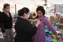 Ceyhan'da Kadınlara Pembe Kurdele Dağıtıldı