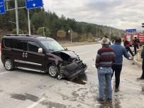 Amasya'da Hafif Ticari İki Araç Kaza Yaptı Açıklaması 2 Yaralı