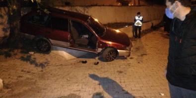 Balıkesir'de Araç Evin Bahçesine Uçtu Açıklaması 3 Yaralı