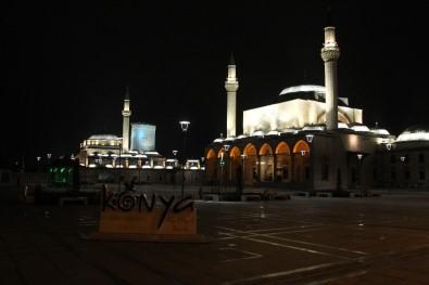 Konya'da Cadde Meydanlarda Sessizlik
