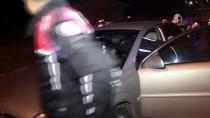 Adana'da Otomobille Kaçmaya Çalışan Bir Şüpheli Yakalandı