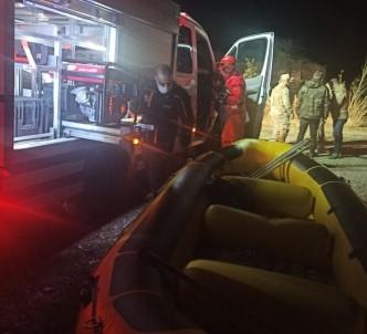 Bingöl'de Otomobil Baraj Gölüne Düştü, Sürücü Kayboldu