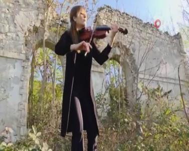 Ermenistan'ın Tahrip Ettiği Fuzuli Kültür Merkezi'nin Önünde 27 Yıl Sonra Keman Çalındı