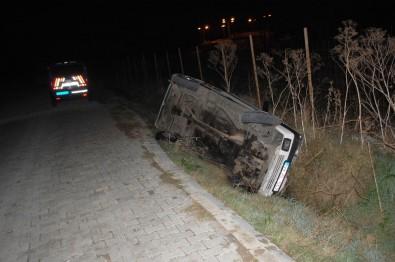 Sokağa Çıkma Kısıtlamasında Kaza Açıklaması Şarampole Devrilen Otomobil Sürücüsü Yaralandı