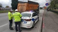 Tırı Trafik Ekiplerinin Üzerine Sürüp Kaçan Sürücü Polisi Alarma Geçirdi