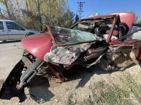 Hurdaya Dönen Otomobilden Burnu Bile Kanamadan Çıktı